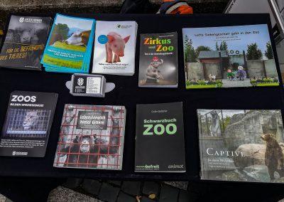 Infotisch Zoo-Mahnwache